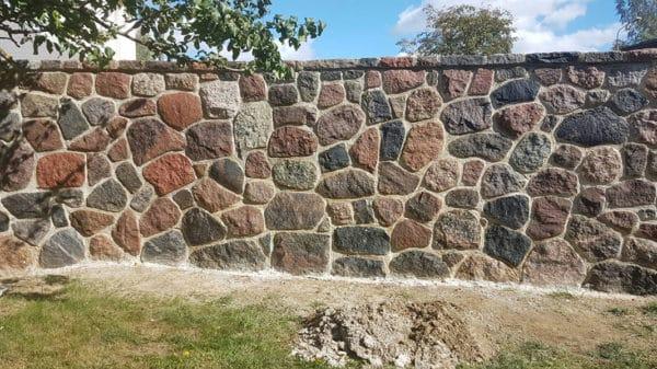 Akmens atbalstu siena